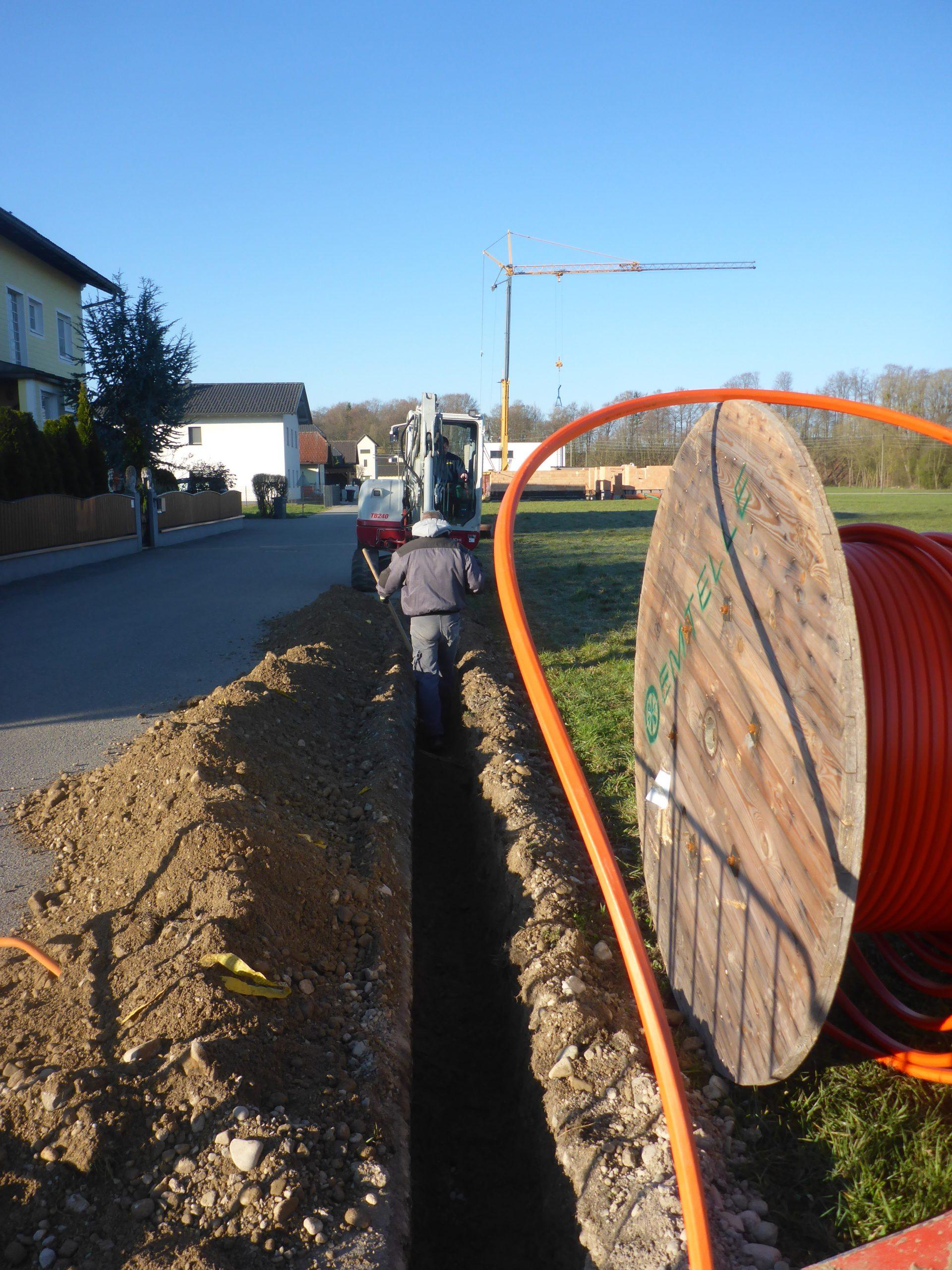 Dieses Bild zeigt die Bauarbeiten im Zuge des Glasfaserausbaues.