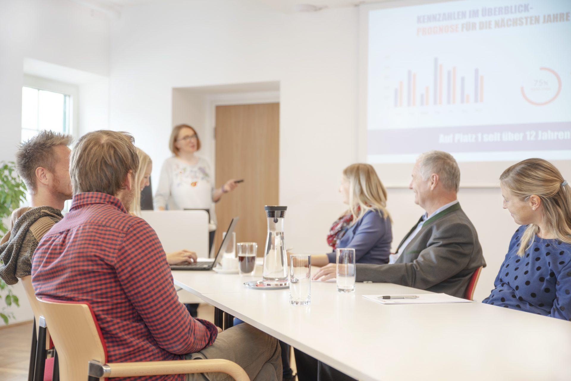 Dieses Bild zeigt einen Seminarraum des Seminarhauses Bräu.