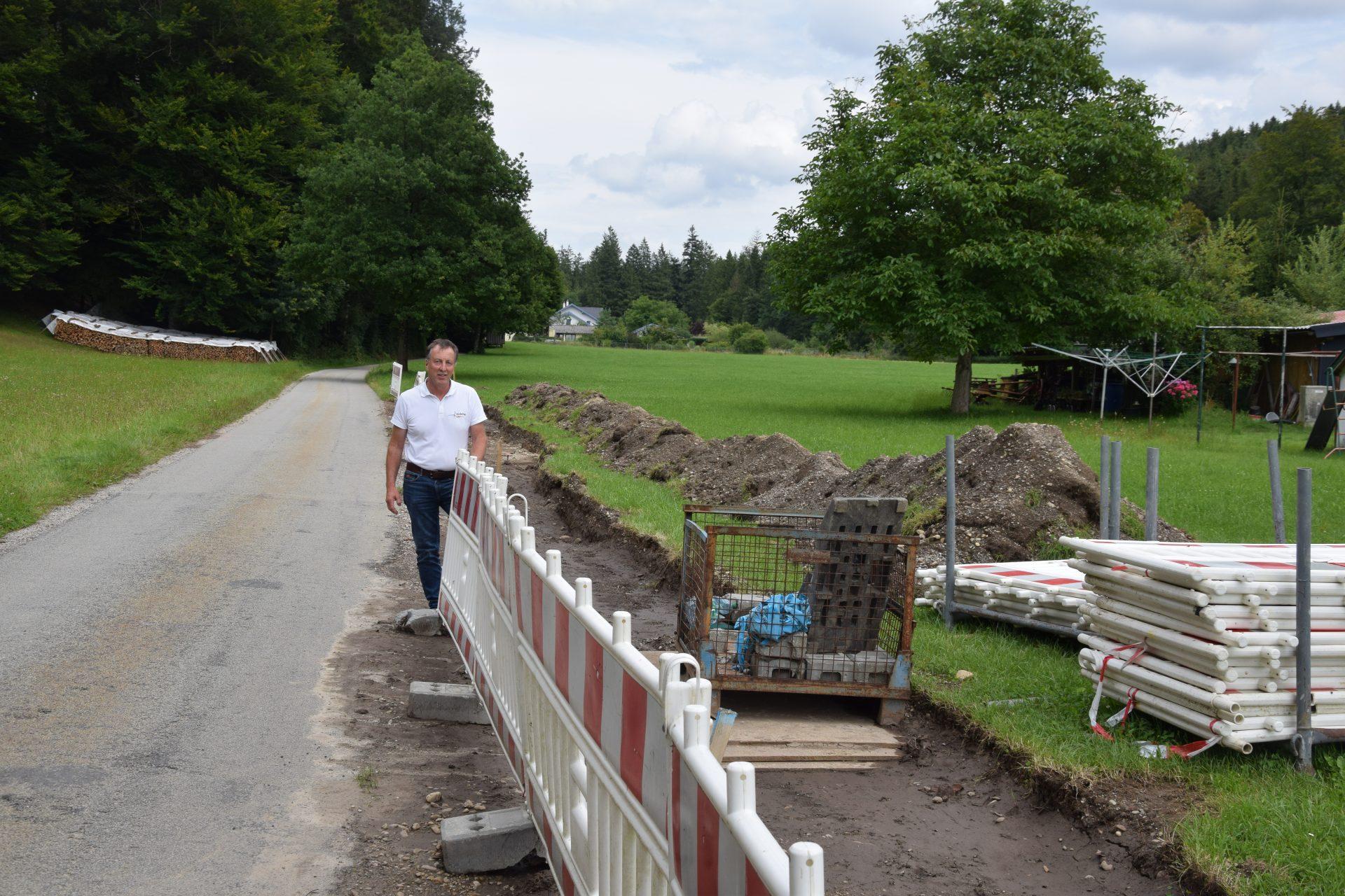 Dieses Bild zeigt die Bauarbeiten im Zuge der Verlängerung der Wasserleitung in der Bradirn.