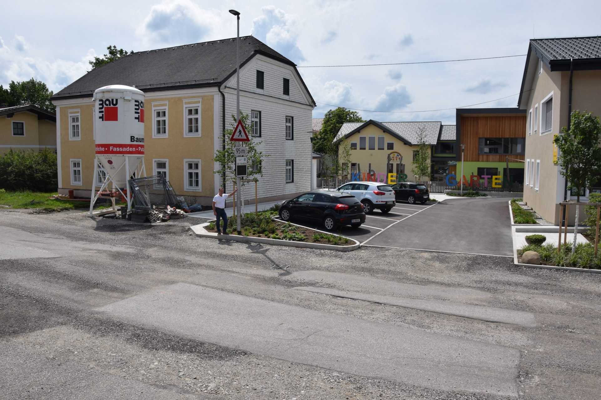 Dieses Bild zeigt den Kindergartenvorplatz.